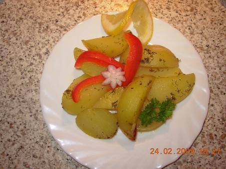 Gebackene Kartoffeln auf griechische Art