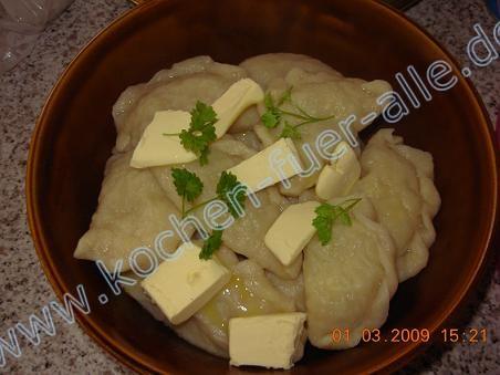 Teigtaschen mit gekochte Kartoffeln «Wareniki» (mit Fotos)