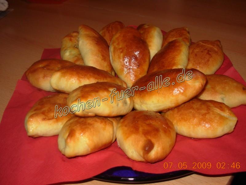 Piroggen mit Eier und Lauchzwiebel für Pfingsten (mit Fotos)