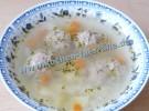 Suppe mit Fleischklößchen